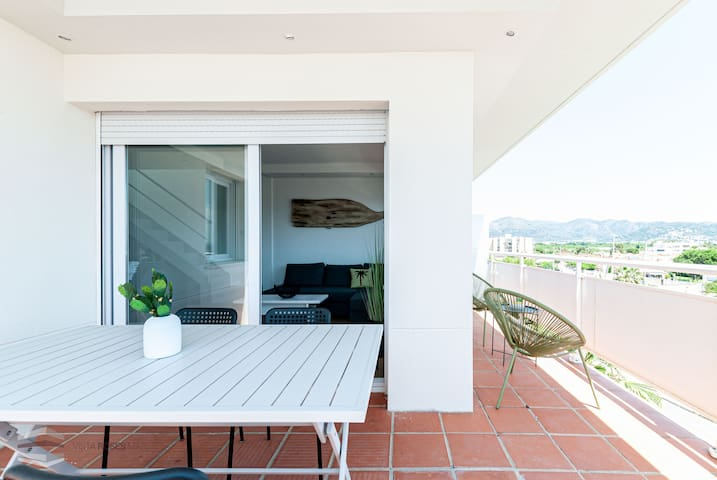 Vista Roses Mar - Two bedroom apartment completely renovated in 2019.