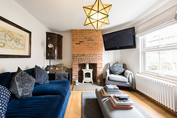 2 bed awesome house in centre of Reigate