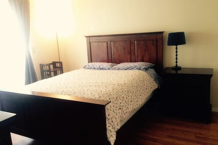 Private room, 10 minutes from Nike, 20 from town - Tigard - Ház