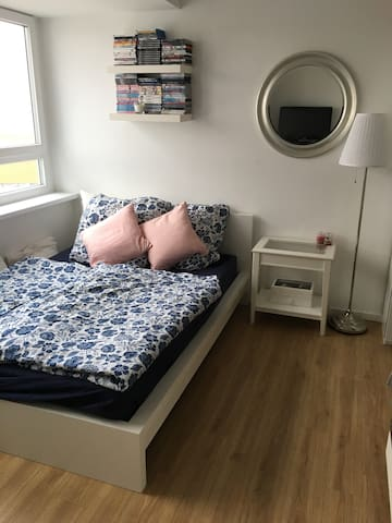 Cozy apartment next to subway and S-Bahn station - Berlin