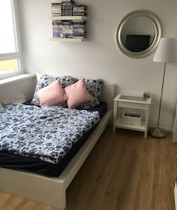 Cozy apartment next to subway and S-Bahn station - Berlim