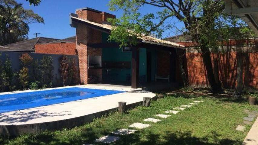 Casa em Atlântida prox Av. Central com piscina