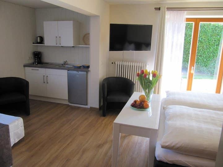 Pension Sonnengrund, (Nonnenhorn), Doppelzimmer mit Küchenzeile und Schlafcouch