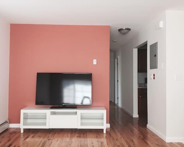 Charming Sunfilled 2 Bedroom Apt. - Bronx - Casa
