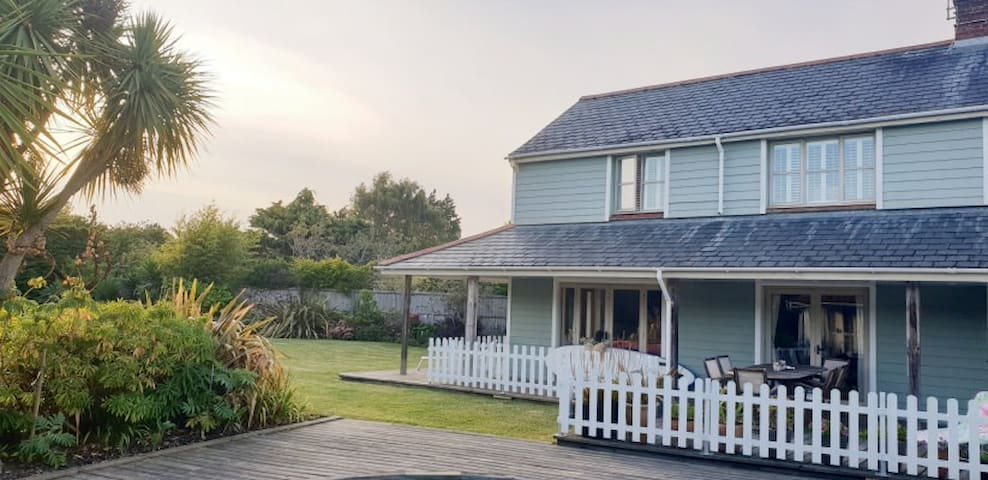 Self catering holiday home with swimming pool