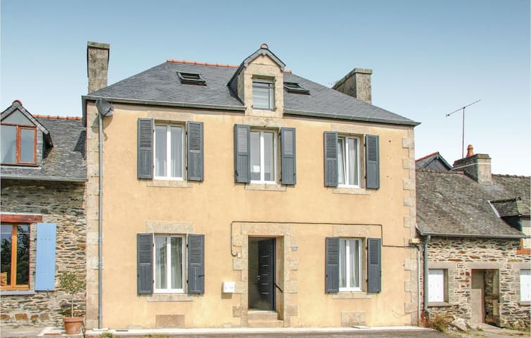 Terraced house with 4 bedrooms on 130m² in Caurel
