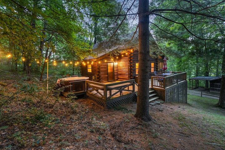 Cozy Pines | Secluded, Hot Tub, TreeHouse