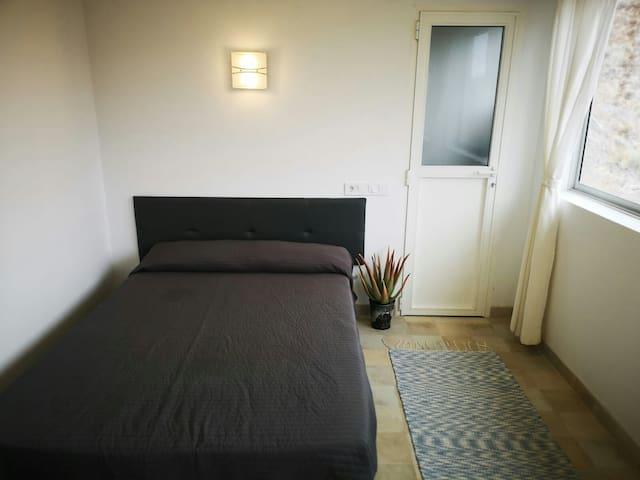 Pequeña casa para desconectar . Ambiente tranquilo