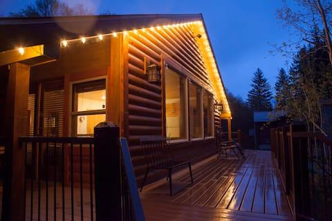 Sundance Streamside Cozy Two Bedroom Hot Tub Cabin