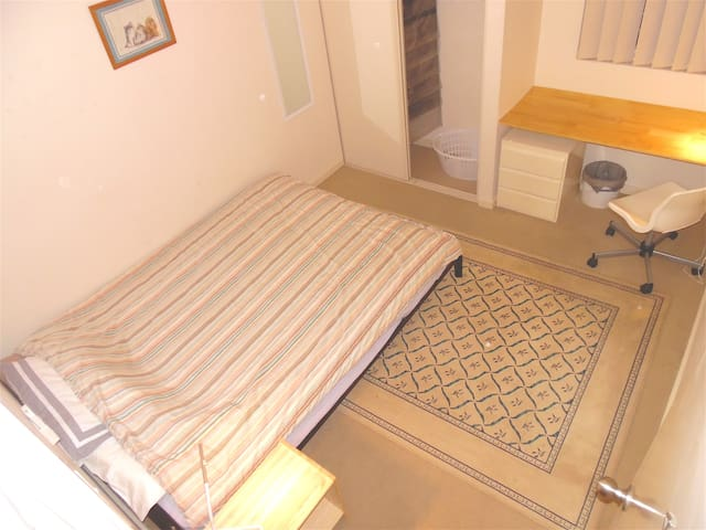 Clean Private Rm4A nr Vic Pk, Curtin Uni & Perth