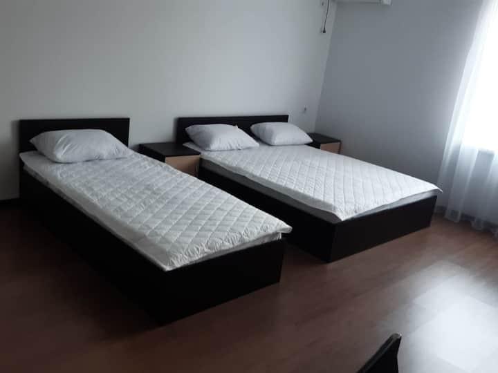 """Трехместный номер стандарт в гостинице """"AZOV"""""""