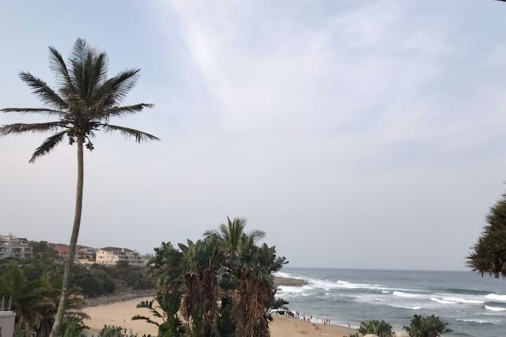 Exclusive upmarket Uvongo Beachfront Unit