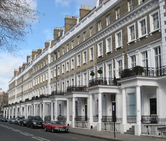 Best Location! Olympia 1 min walk-West Kensington