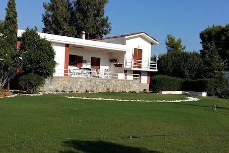 VILLA BY THE SEA IN PARALIA AVLIDOS - Paralia Avlidos