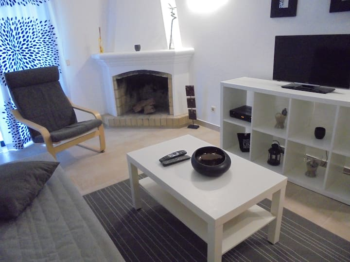 Apartment , AC, GARDEN, JACUZZI, TV, PARKING (CM)