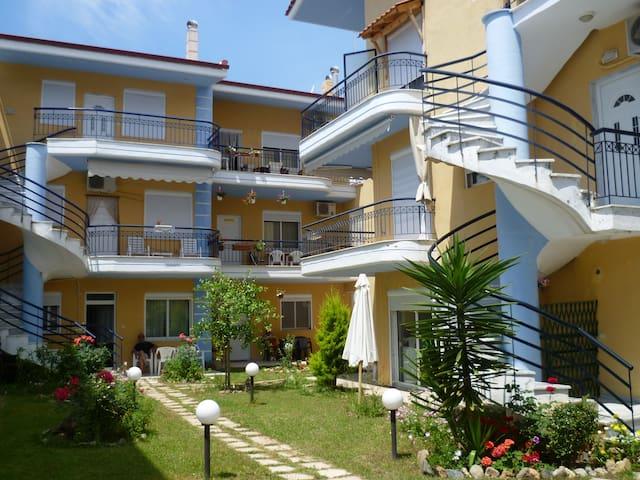 Golden Sand Boutique Apartments - Nea Plagia - Apartment