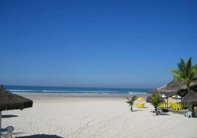 Casa de praia com muito verde. - Guarujá - Appartement en résidence