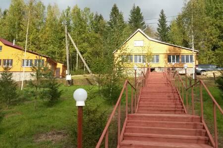 Двухэтажный дом, рядом с озером. - Vattsy - Talo