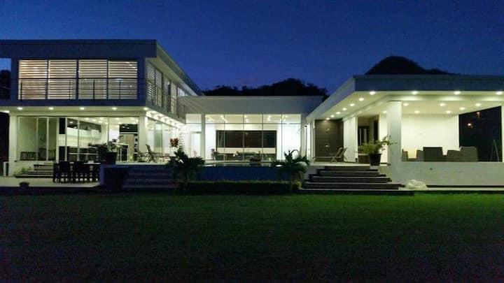 Hermosa Casa de Lujo en Malacatos - Loja