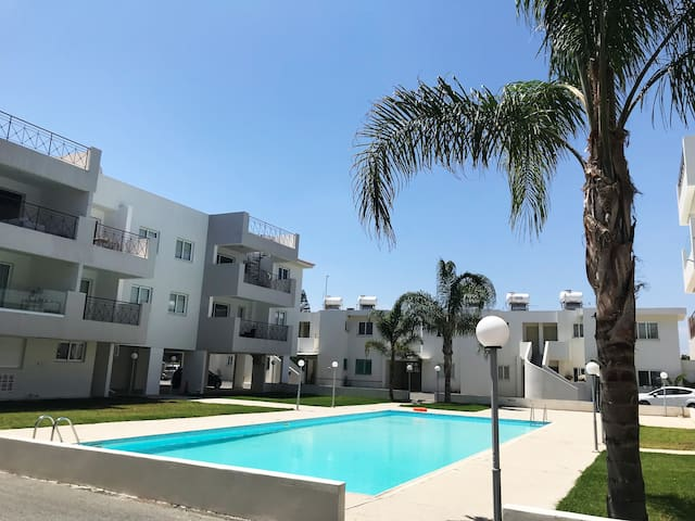 New Entire Penthouse with pool near LarnacaAirport