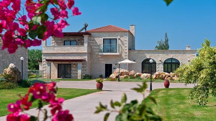 Platanias Villa, 4 BD, 4 BA, pool, 800m from sand