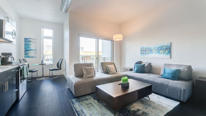 Downtown Milwaukee Condos 1bd / 1ba 1
