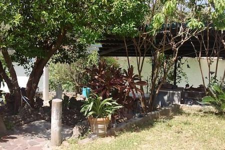 Vacaciones en Depa a la orilla de Presa de la Boca - Santiago - House