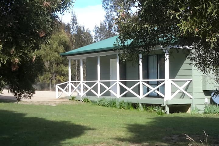 Tram Stop Cottage Hobby farm stay.Sept specials