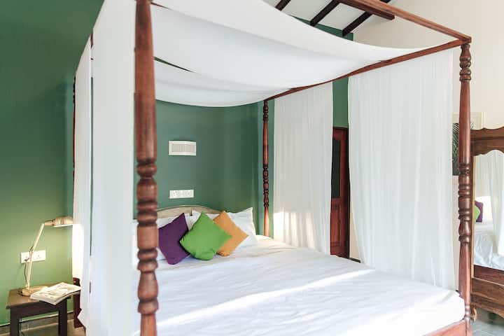 Bedspace Guesthouse AC Deluxe room with Breakfast