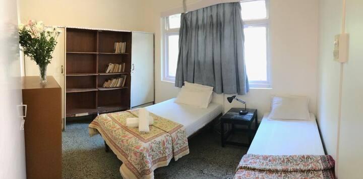 Cozy private room @ Matunga