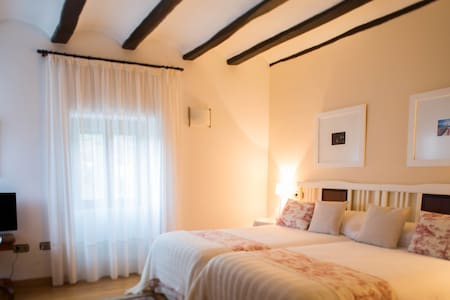 Estancia Marfil (Casa de la Cadena) - Bed & Breakfast