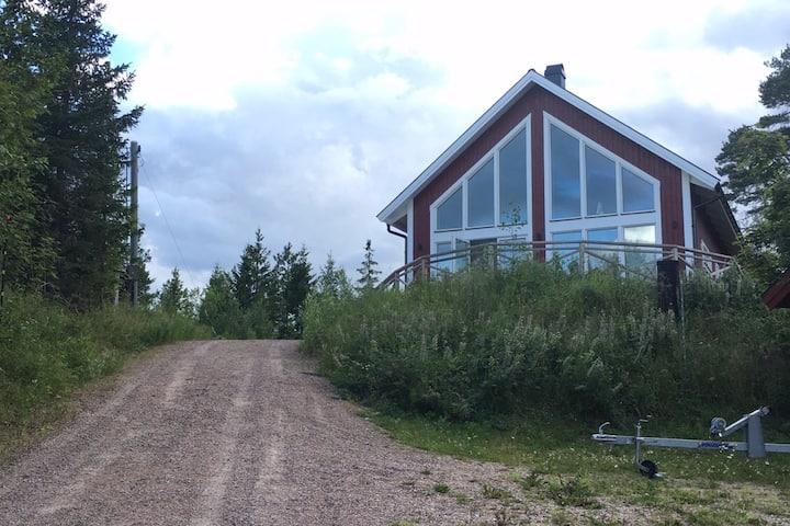 Hus i idyllisk skärgårdsby