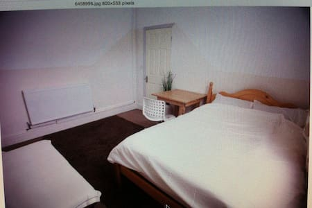 Very Large room with double bed - Wigan