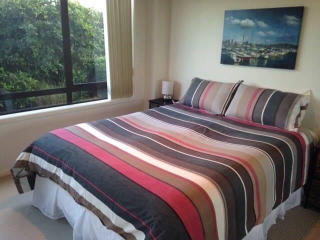 Self contained fully furnished private flatlet. - Whangaparaoa - Rumah