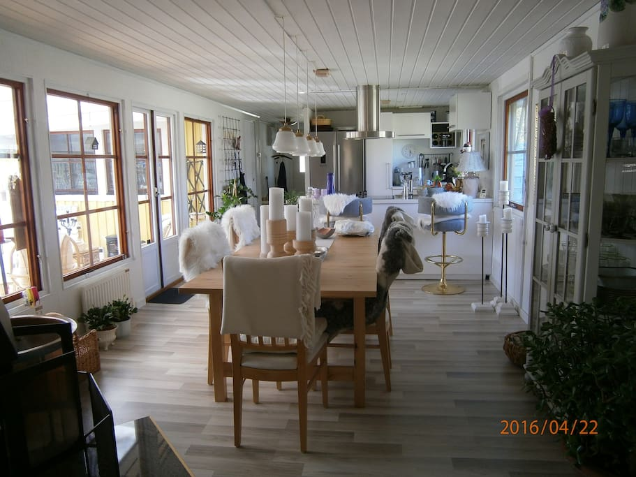 Diningroom with kitchen