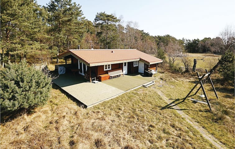 Holiday cottage with 3 bedrooms on 64m² in Aakirkeby