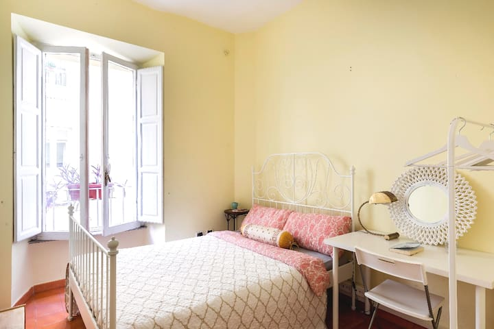 Boho room near Termini Rome center