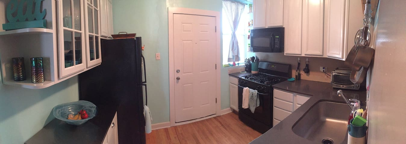 Cozy Room In Top Floor Condo - Chicago - Condominium