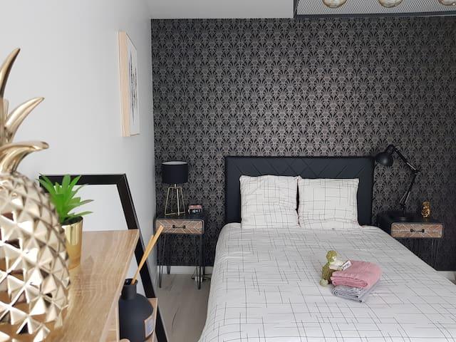 La chambre et sa nouvelle tête de lit