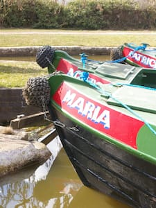 Narrowboat 'Maria' - Stone - เรือ