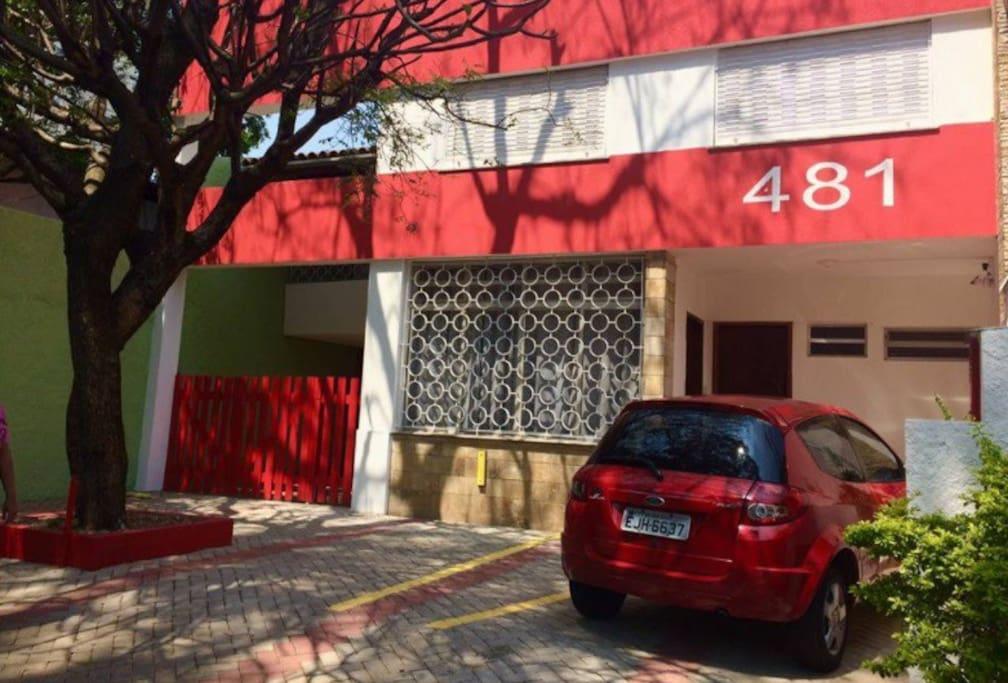 Fachada da Casa na Rua Caravelas, 481, ao lado do Parque do Ibirapuera