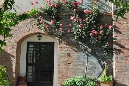 CASA STORICA IMMERSA NELLA NATURA DELLA TUSCIA - Vallerano - Apartament