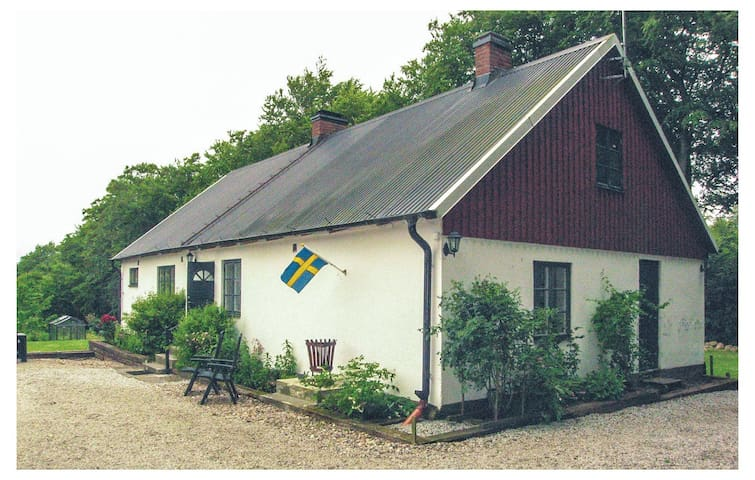 Holiday cottage with 2 bedrooms on 90 m² in Sjöbo