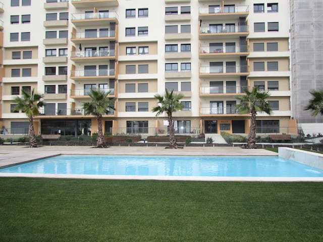 Amazing Pool View Apartment River Terrace Seixal