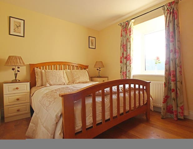 Coach House, RoseGarland Estate, Wellingtonbridge, Co.Wexford - 3 Bed - Sleeps 6 - Wellingtonbridge - House