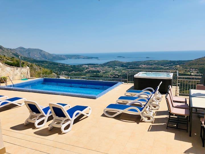 Villa Cruz super spacious villa with amazing views
