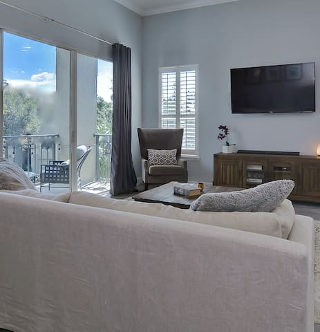 Upscale Condo—KING Bed—Parking—Near Convention Ctr