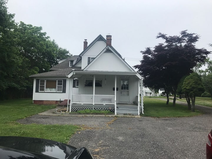 Moriches house- minutes to Hamptons & Jones Beach