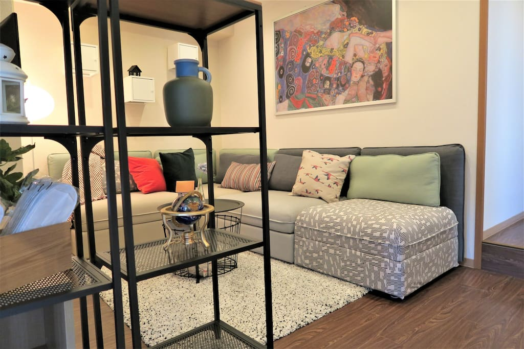 Colorful fun arty living room with adorable decoration and warm light(Max for 10 guests)