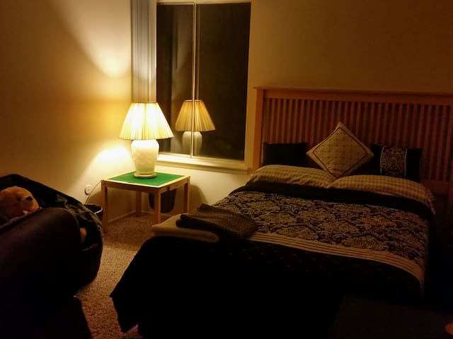 Private Room - Warm and Cozy - Canton - Hus